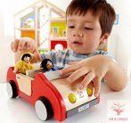 Családi autó babaházhoz