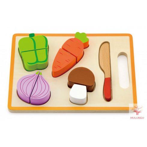 Szeletelhető zöldségek tálcán